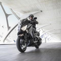 Foto 4 de 15 de la galería yamaha-x-max-400-momodesign-en-accion en Motorpasion Moto