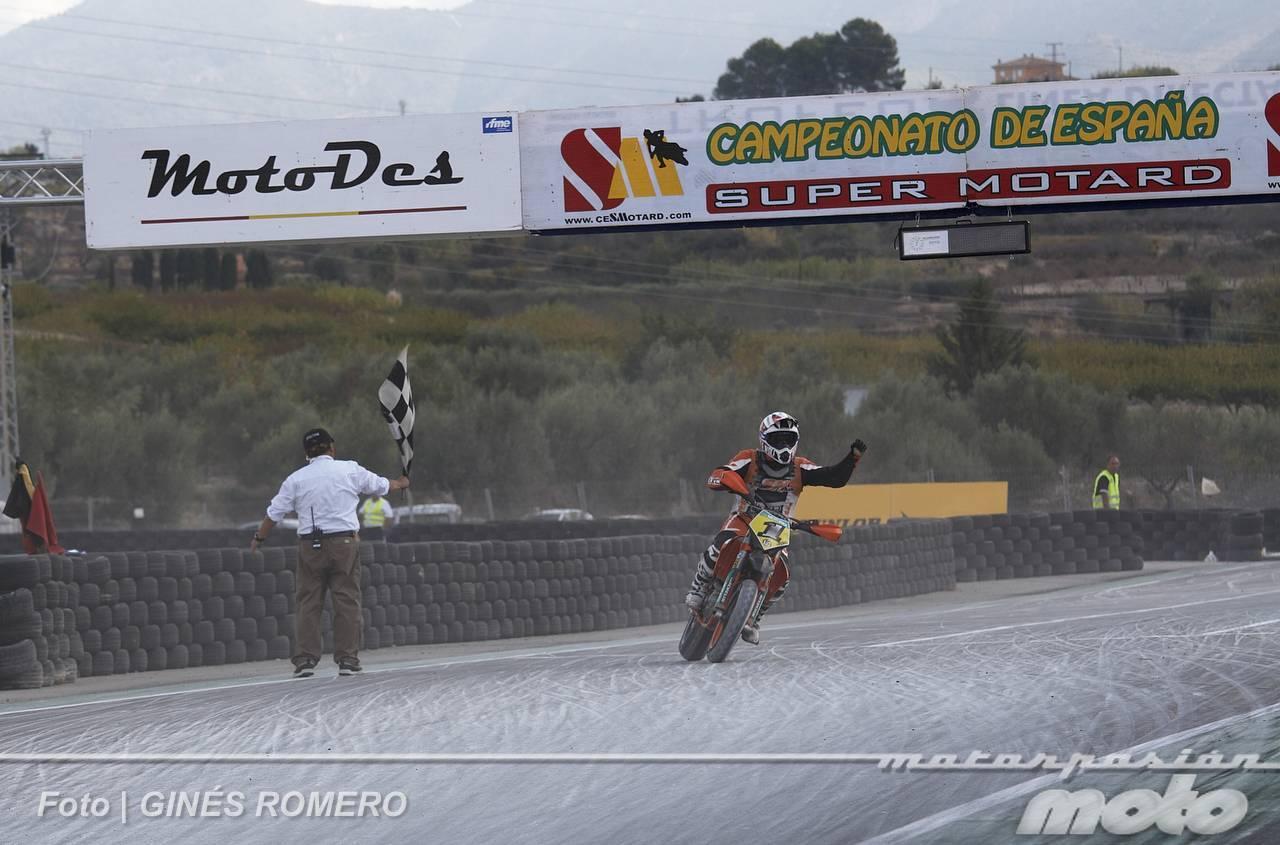Foto de Albaída despide el Campeonato de España de Supermotard 2011 (36/63)