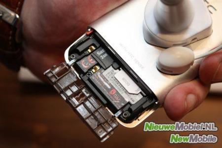 HTC Legend: batería, SIM y tarjeta de memoria en un curioso sistema