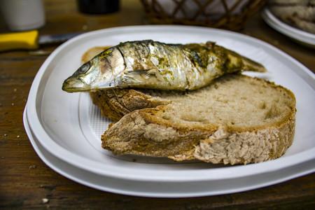 Sardina y San Juan, una pareja veraniega entre Málaga y Galicia (y cuatro grandes chefs que llevan este pescado a otra dimensión)