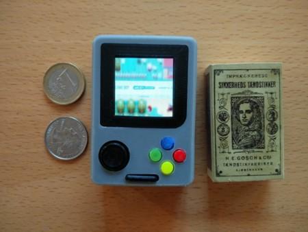 Con una Raspberry Pi Zero puedes hacer esta diminuta consola