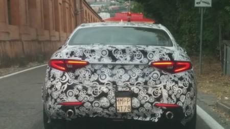 Un Alfa Giulia 'normalito' pillado con camuflaje