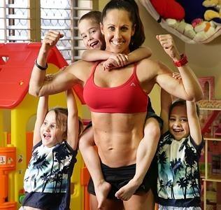 Otra mamá deportista siembra las críticas al mostrar sus fotos tras dar a luz a su tercer hija