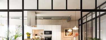 Puertas de cristal y aluminio en la cocina; la alternativa a las cocinas americanas o abiertas al salón