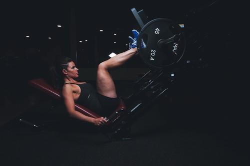 Entrenamiento de fuerza: un imprescindible para los corredores. Así puedes entrenar en el gimnasio