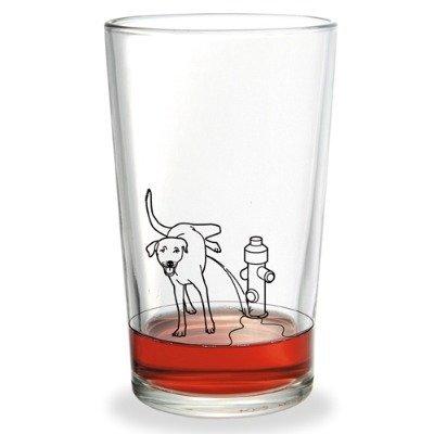 Bebe una buena meadilla de perro en un vaso divertido