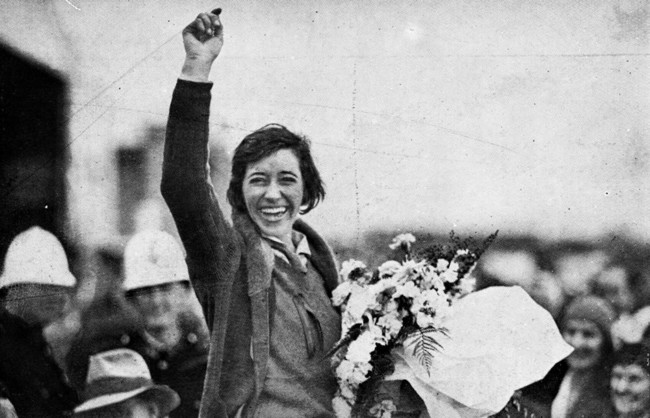 Statelibqld 2 195271 Aviator Amy Johnson Waves To The Crowd After Landing At Brisbane 1930