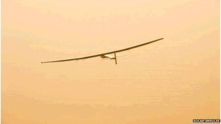 Solar Impulse 2 a por su etapa de vuelo más larga: 8.200 kilómetros en un avión solar