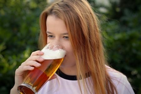 Mujer Cerveza