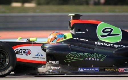 Kevin Korjus vence en la primera carrera de la Fórmula Renault 3.5, por delante de un genial Jean-Eric Vergné