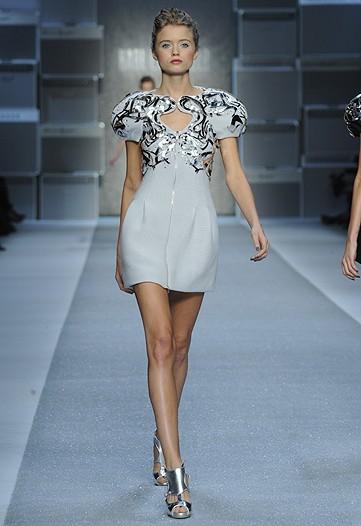 Foto de Karl Lagerfeld, Primavera-Verano 2010 en la Semana de la Moda de París (15/15)