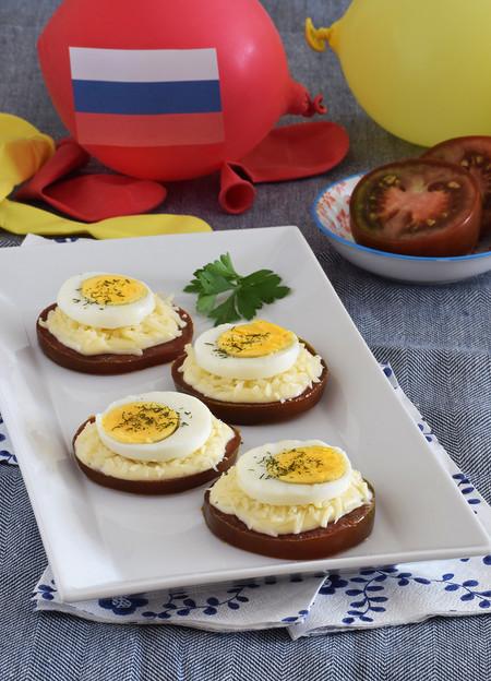 Cocina de Rusia: canapé de tomates Kumato® con queso y huevo
