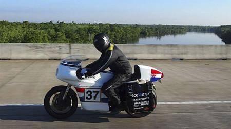 Atravesando Estados Unidos en moto eléctrica en algo más de tres días