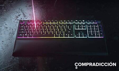 Lo mejor de los teclados mecánicos y de membrana lo tienes en el Razer Ornata V2. Este modelo gaming está rebajado en MediaMarkt a 88,99 euros