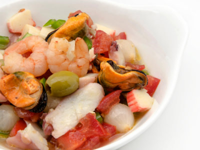 Cenas proteicas rápidas y fáciles: salpicón de pulpo con langostinos (VII)