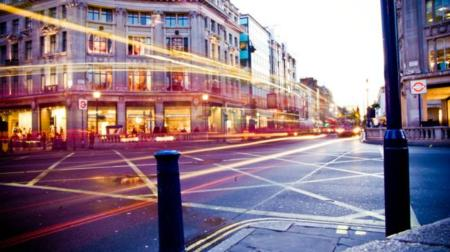 En Londres están listos para atender las preferencias de los peatones en los cruces