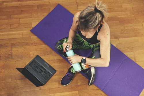 Un entrenamiento de fuerza en casa con siete ejercicios que no te pueden faltar