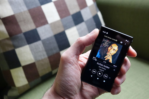 Sony NW-A105, análisis: así es como este 'walkman' pretende que volvamos a escuchar música como antes
