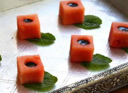 Mini cubos de sandía con reducción de vinagre balsámico