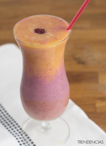 Smoothie de frutos rojos y mango. Receta