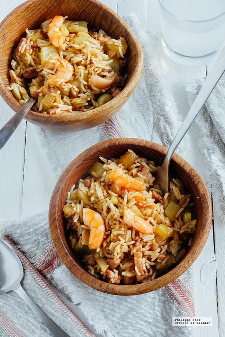 Arroz frito con camarones y tocino. Receta fácil