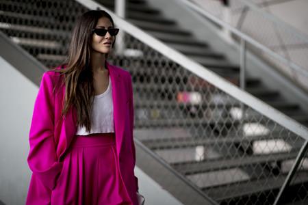 El street style nos lo deja claro: los trajes a color son la mejor inversión de la temporada