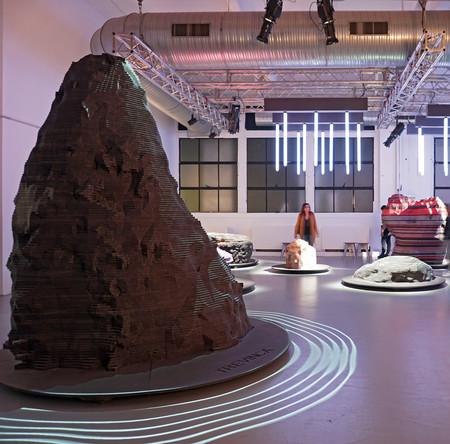 Color y creatividad en Astral Bodies by FINSA y ENORME Studio en la Semana del Diseño de Milán