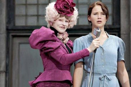 Elizabeth Banks y Lawrence en una escena del film