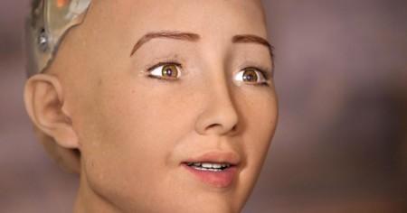 Sophia es un pertubador robot que entabla conversaciones y posee 62 expresiones faciales