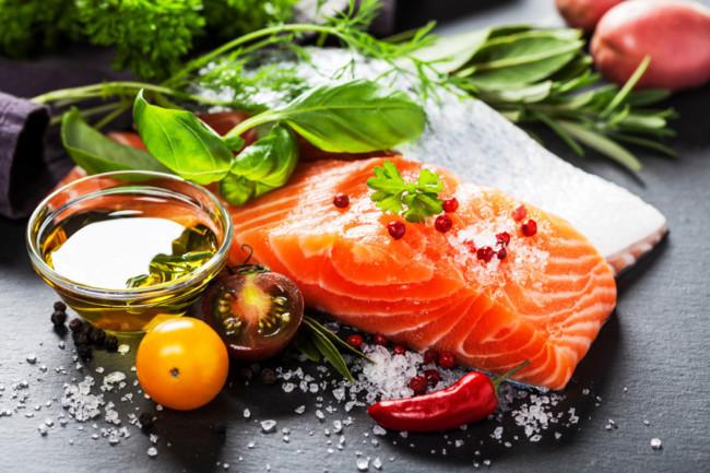 Salmón, aceite y otros alimentos ricos