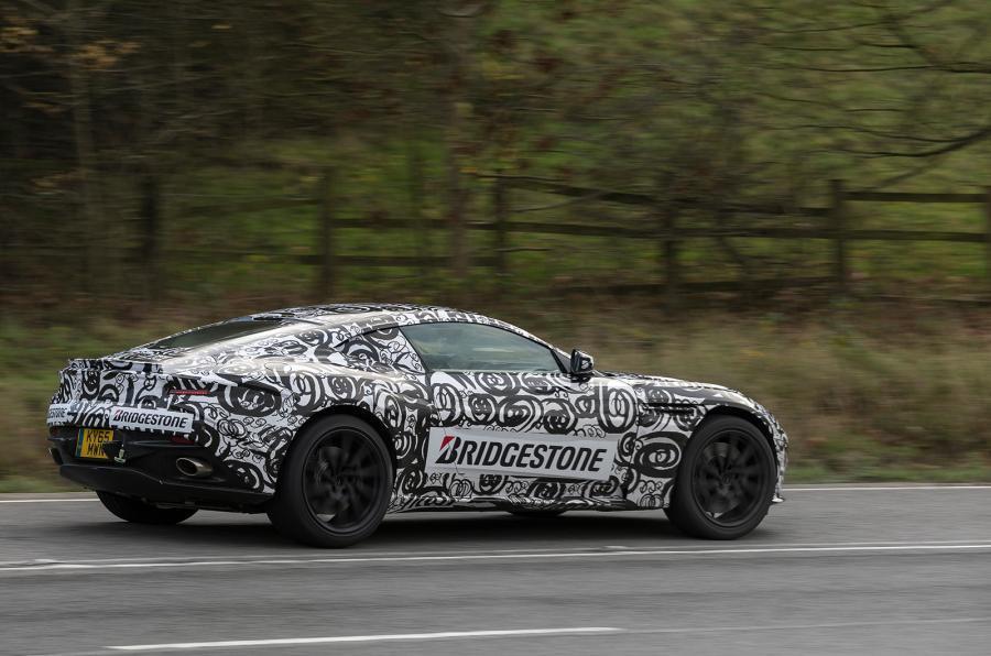 Aston Martin DB11 (camuflaje)