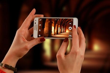 ¿Por qué tantos museos siguen declarando la guerra al teléfono móvil cuando podría ser su aliado?