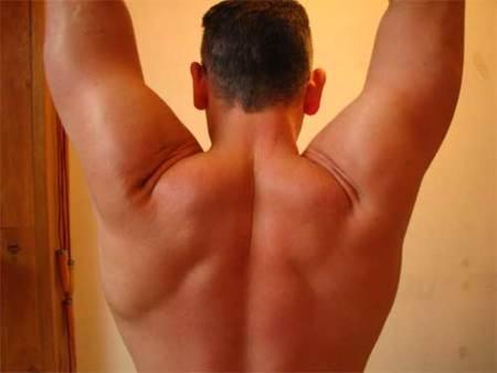 Realizar remo de dorsal con mancuerna o en máquina