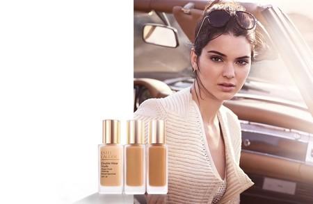 Base de maquillaje Double Wear Estée Lauder por 25,77 y envío gratis en Douglas