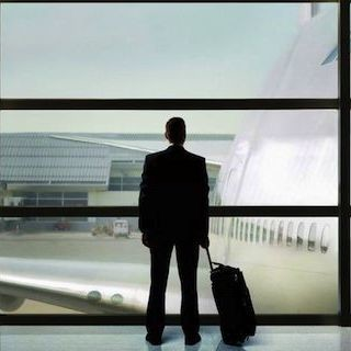 Queremos que más aeropuertos apliquen esta medida: cucharillas en la ropa interior