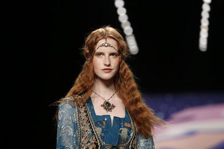 Las melenas medievales del desfile de Anna Sui, una inspiración perfecta para la próxima temporada