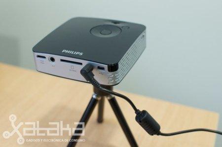 Probamos el Picoproyector Philips PicoPix 1430, minicine en el bolsillo