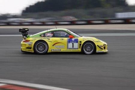 El Porsche de Manthey tiene problemas y el 911 GT3 Hybrid lidera tras 8 horas de carrera