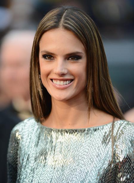 Duelo de modelos en la alfombra roja del Festival de Cannes, ¿quién se lleva el mejor look?