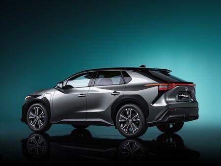 """Toyota cree que el coche eléctrico podría costarle a Japón """"millones de empleos y millones de coches que no se producirán"""""""
