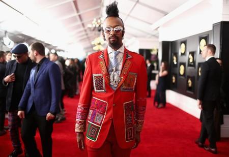 Un vistazo a los peores looks de la alfombra roja de los Premios GRAMMY