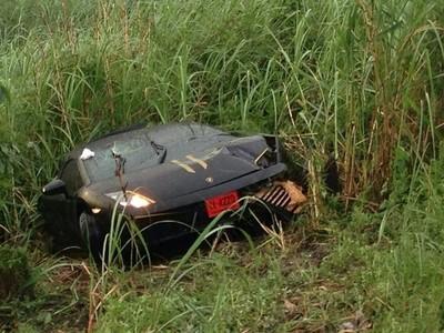 Dolorpasión™: Lamborghini Gallardo partido en dos, pero el conductor sobrevive