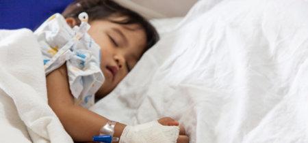 La trágica historia del niño de dos años que está casi en coma por culpa de una almendra