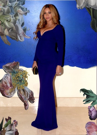 De azul índigo y con un look de noche, Beyoncé no deja de sorprendernos con su estilo de embarazada