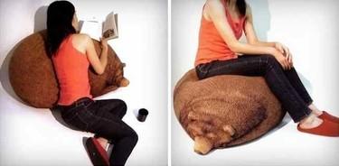 Puf y cojín con forma de oso