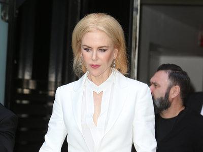 Nicole Kidman también se atreve con el total white en pleno otoño. ¡Los prejuicios en la moda se están acabando!