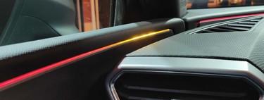 Así de genial se integra el monitor de punto ciego a las puertas del SEAT León 2021