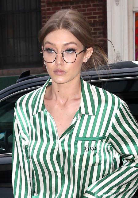 Gigi Hadid pasea Nueva York con pijama de verdad, solo le faltaban las pantuflas