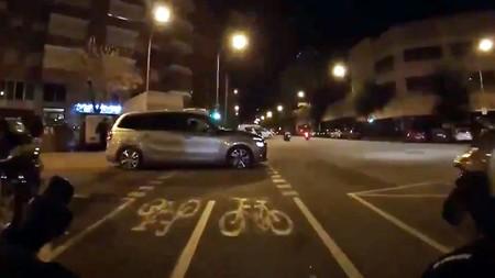 Del hilarante vídeo viral del ciclista contra el conductor que se salta un semáforo al debate sobre los límites con las normas de tráfico