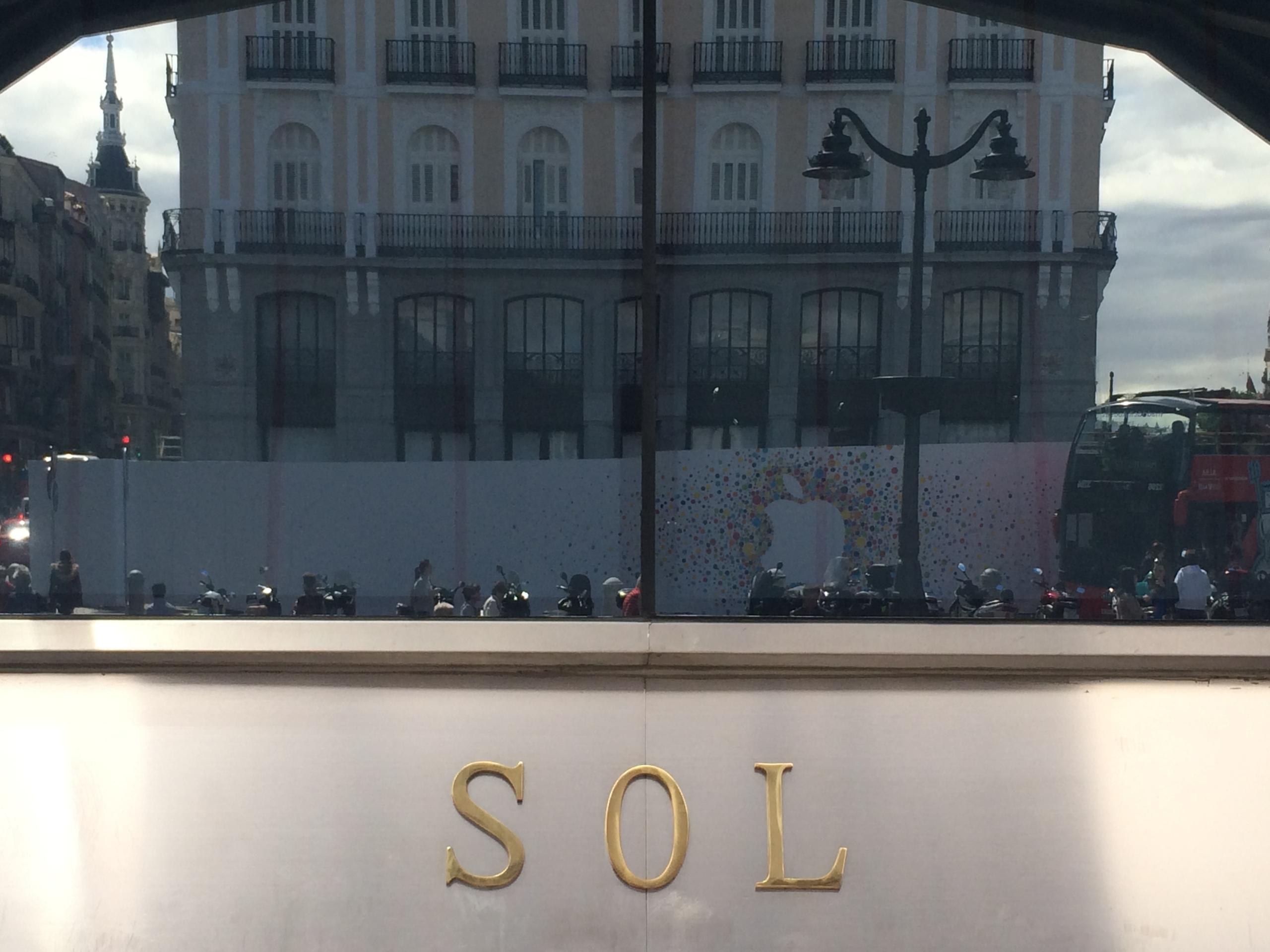 Foto de Preparativos Apple Store de Sol (9/18)